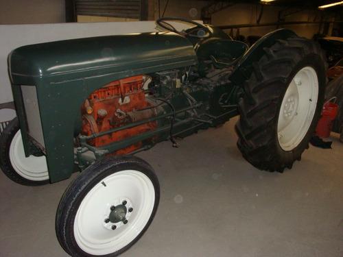 tractor antiguo ferguson 1946.
