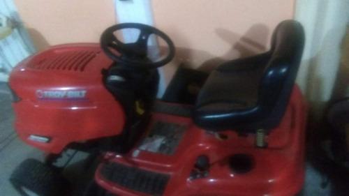 tractor color rojo marca troy bilt