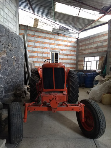 tractor ford antiguo