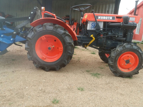 tractor kubota b 7000 d 4x4  con chirquera