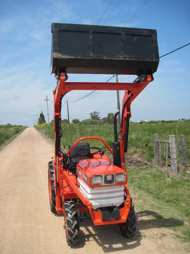 tractor kubota b1702  4x4 con pala delantera