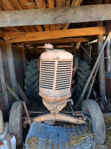 tractor viejo se vende por reliquia