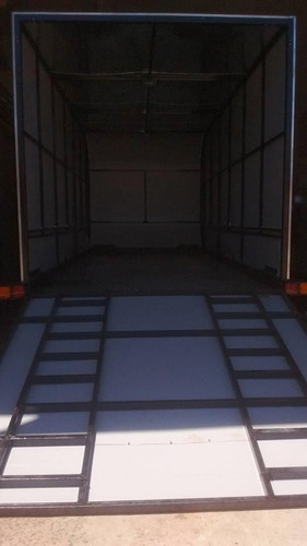 trailer cerrado para 2 cuatriciclos o carga general.
