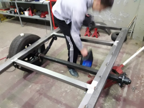 trailer como nuevo completo con ruedas