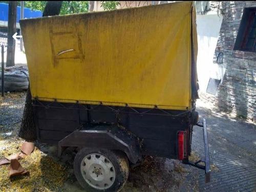 trailer cubierto.