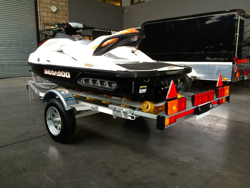 trailer moto de agua con rodillo patentable con lcm