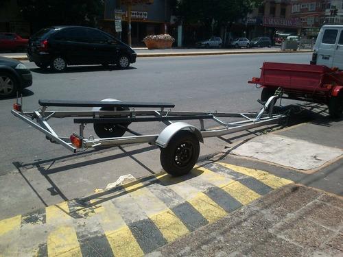 trailer nautico 3.2 m con camas de cunas alfombradas