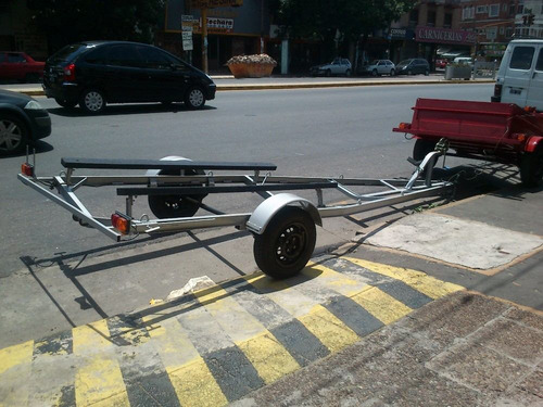 trailer nautico de 4.4 metros con cama de cunas