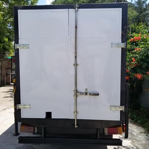 trailer para aplicacion de poliuretano expandido espreado