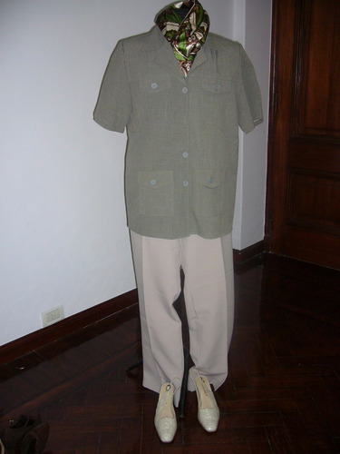 traje cazadora verde musgo con pantalon gris perla