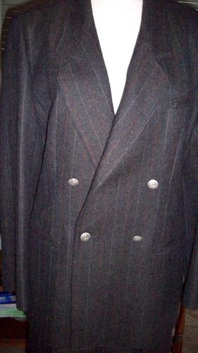 traje de pantalón y saco  griscon rayitas mostaza y bordo