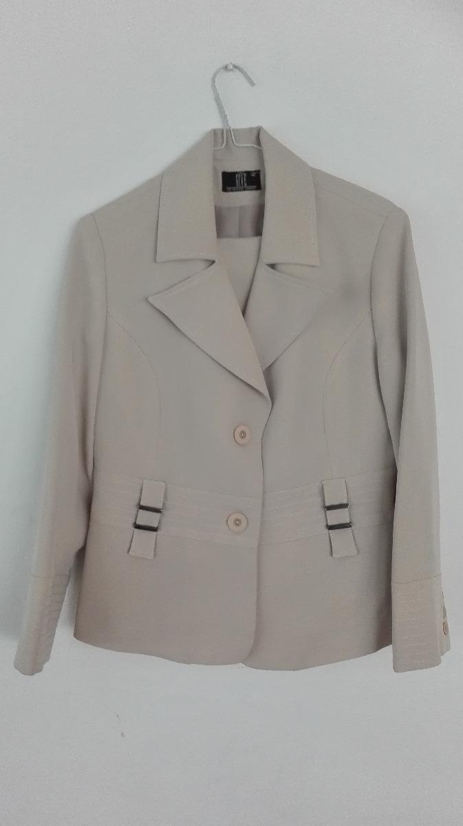 Traje chaqueta beige mujer