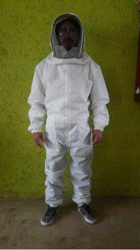 traje tipo astronauta apicultor, oberol, apicultura, abejas