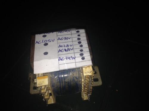 transformador con entrada de 110v .salida de:varios voltages