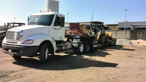transporte de equipos y maquinaria pesada con lowboy