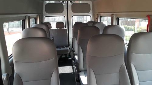 traslado pasajeros transporte camioneta combi aeropuerto van
