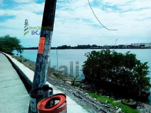traspaso zona federal 100 m² junto al club de pesca frente al rio tuxpan veracruz, se encuentra ubicado sobre el boulevard maples arce de la colonia rodriguez cano a unos metros de la escuela secunda