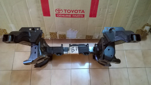 travesaño  conj d suspension  delantero toyota rush original