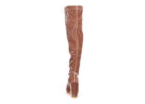 trender bota larga de terciopelo color topo y tacon cuadrado