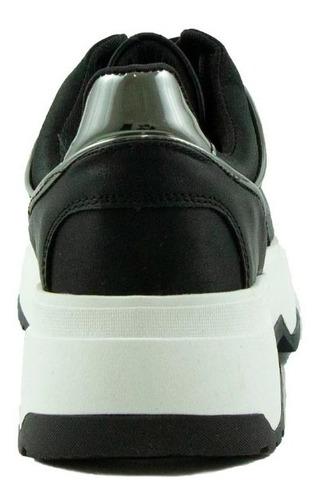 trender tenis de suela gruesa con detalles metálicos