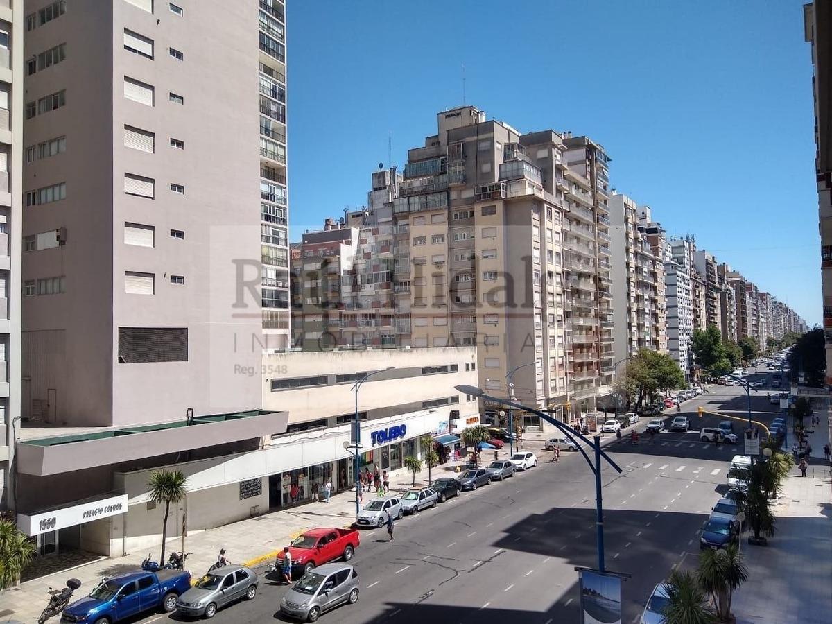 tres ambientes con dependencia y balcón a la av. colón