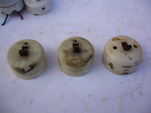 tres antiguas llaves de luz
