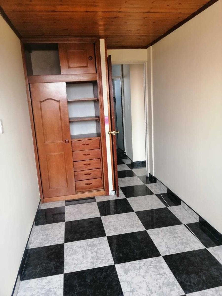 tres habitaciones, baño , sala comedor, cocina , patio