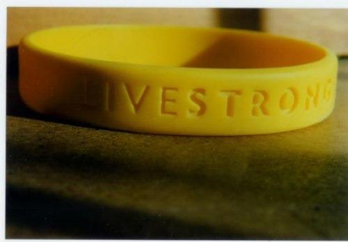tres pulseras amarillas livestrong original