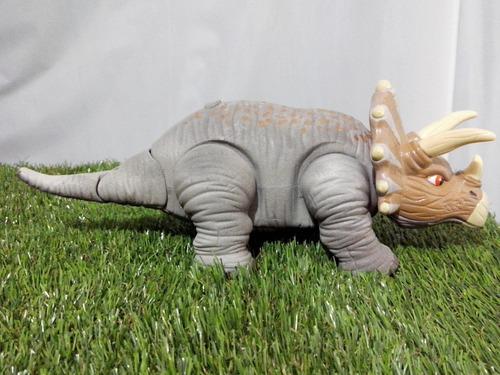 triceratops sonidos y camina