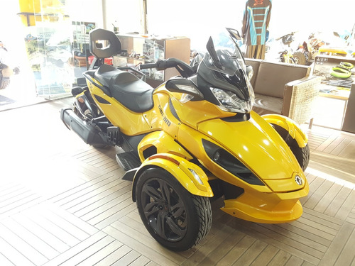 triciclo can-am spyder