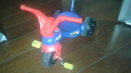 triciclo infantil hot wheels