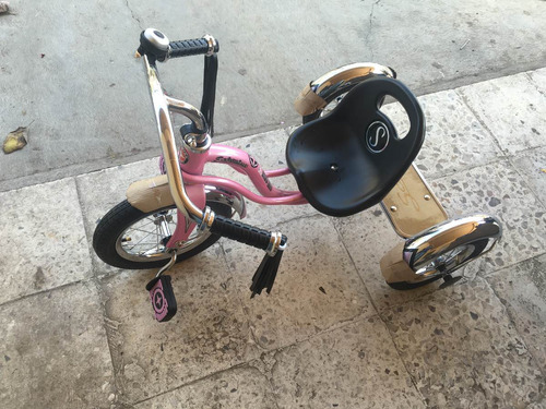 triciclo schwinn roadster