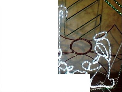 trineo, renos, luces figuras navideñas en estructuras metáli