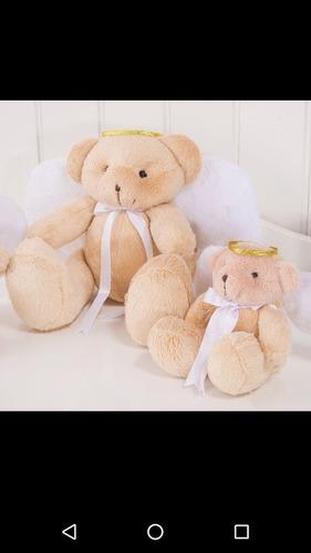 trio de ursos com asas e auréolas de anjo