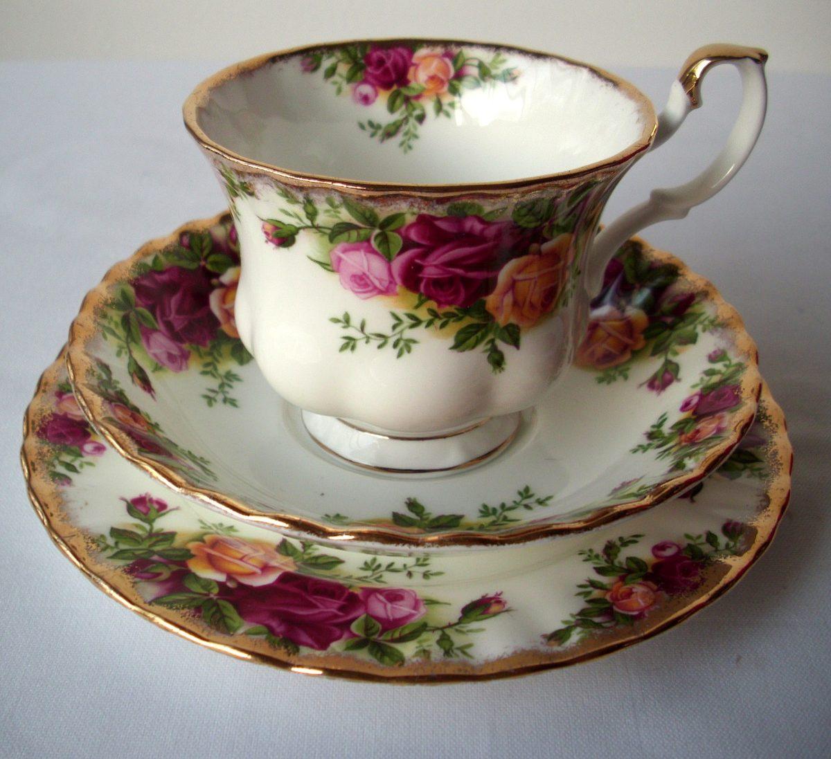 Trio taza plato t y postre porcelana inglesa royal for Tazas de porcelana