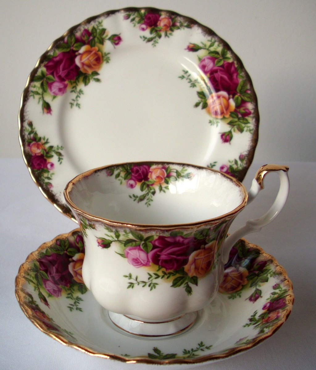 Trio taza plato t y postre porcelana inglesa royal for Platos porcelana