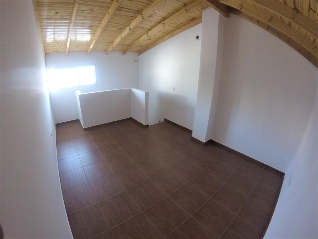 triplex 3 ambientes + playroom // venta // lomas del mirador