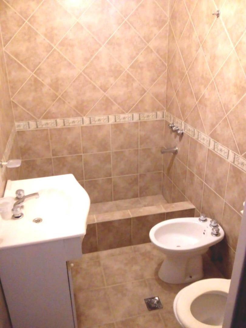triplex 4 amb al fte cochera fondo 2 baños