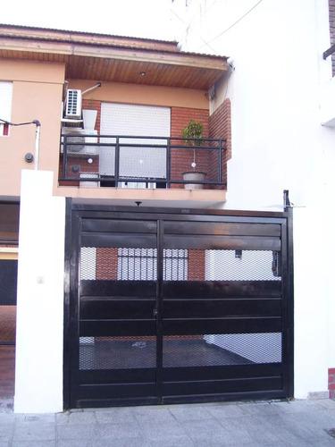 triplex 5 amb. c/entrada auto, patio parrilla v. luzuriaga