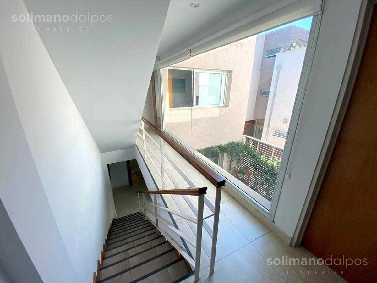 triplex 5 amb con terraza y patio propio - olivos