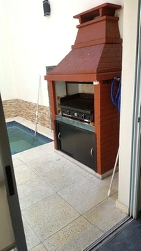 triplex con piscina climatizada con detalles de buen gusto