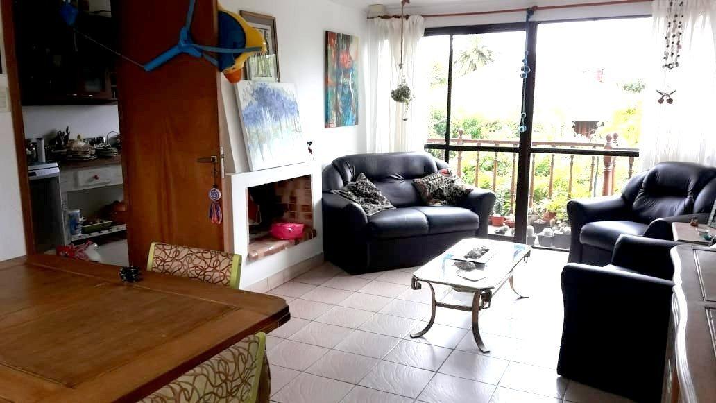 triplex de 4 ambientes con parque, parrilla, garaje para un auto mas trotadora y terraza.