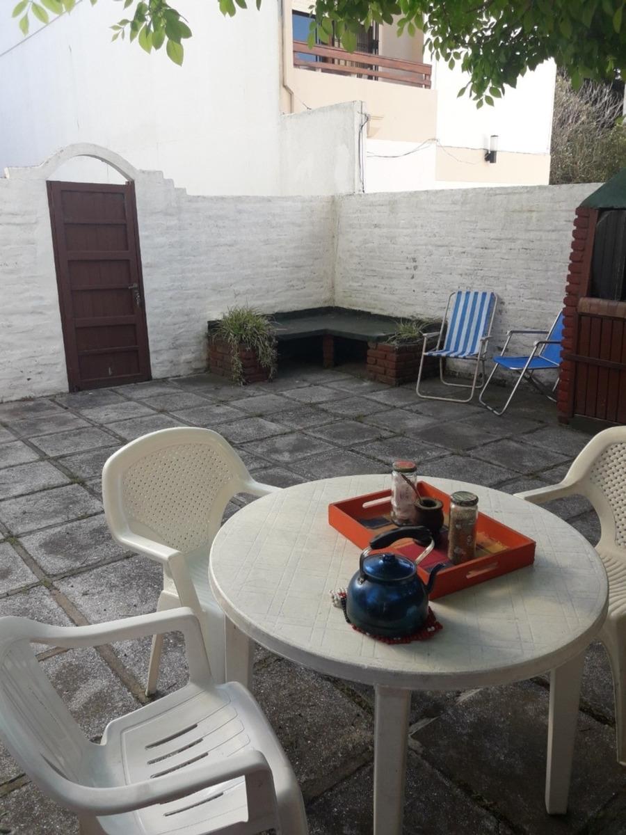 triplex  de 4 ambientes para 7 personas con gran patio