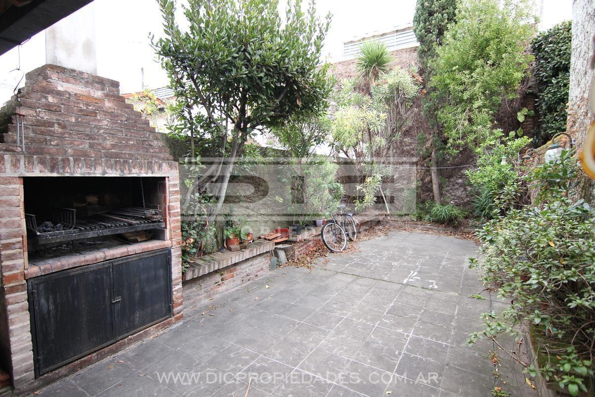 triplex  de excelente construcción 4 dormitorios ubicado en olivos