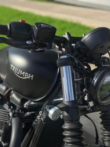 triumph bobber black con accesorios originales