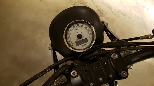 triumph thruxton 900 tracker personalizada