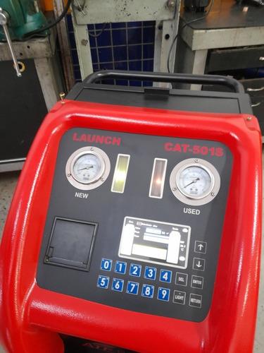 troca de óleo de transmissão automática com máquina.