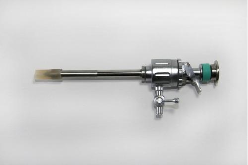 trocar metálico reusable para laparoscopia de  5 y 10 mm