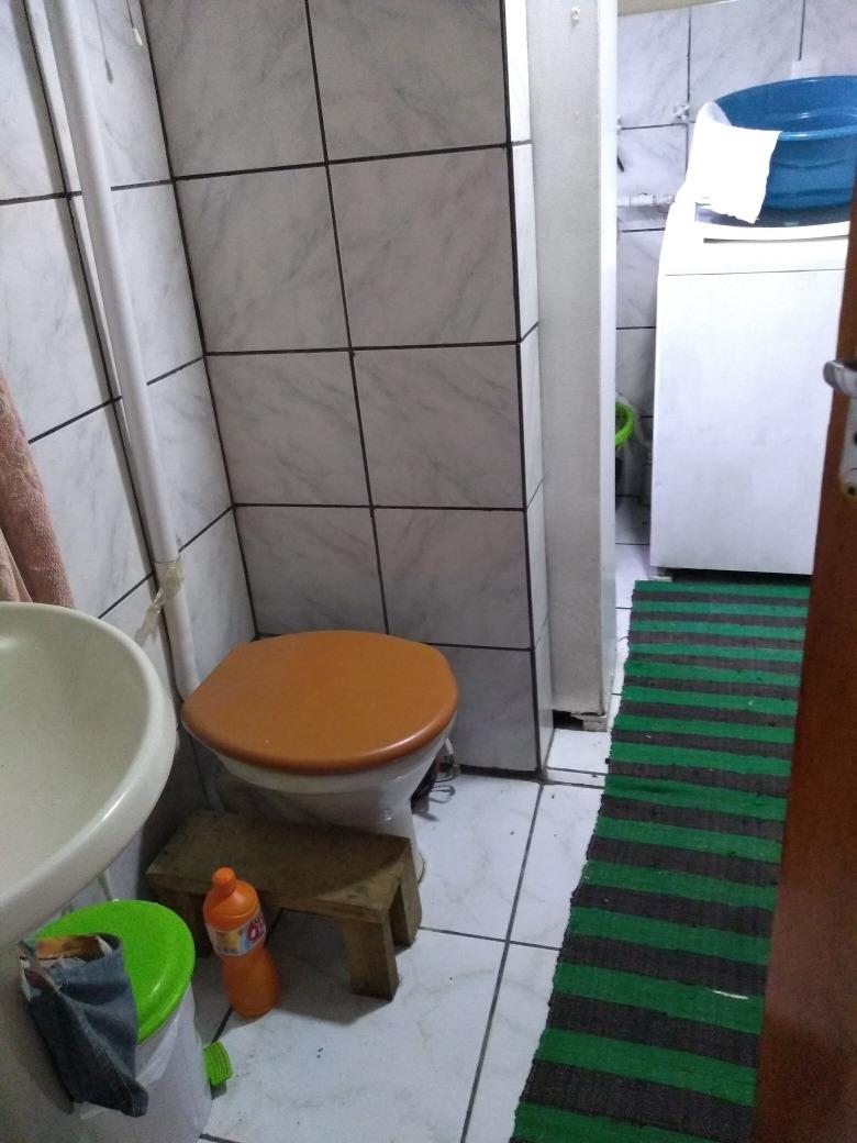 troco casa com 2 quartos ( era 3) garagem lavandeira com wc