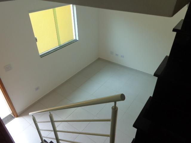 troco/vendo sobrado novo 2 quarto2 banheiros em condomínio.